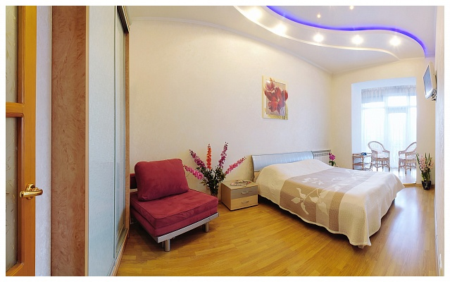 2-комнатная квартира посуточно в Севастополе. Ленинский район, ул. Большая Морская, 7. Фото 1