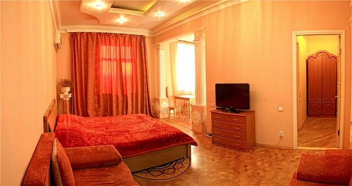 1-комнатная квартира посуточно в Севастополе. Ленинский район, ул. Ленина, 21. Фото 1