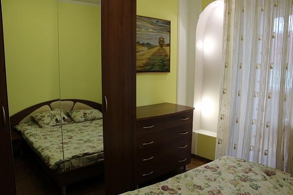 3-комнатная квартира посуточно в Ровно. ул. Грушевского, 40А. Фото 1
