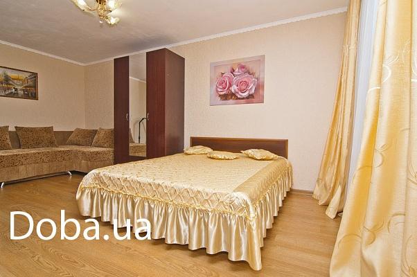 1-комнатная квартира посуточно в Феодосии. ул. Боевая, 7. Фото 1