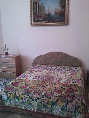 2-комнатная квартира посуточно в Львове. Галицкий район, ул. Дорошенка, 42. Фото 1