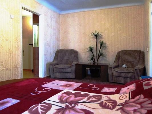 2-комнатная квартира посуточно в Симферополе. Центральный район, пр-т Кирова, 12. Фото 1