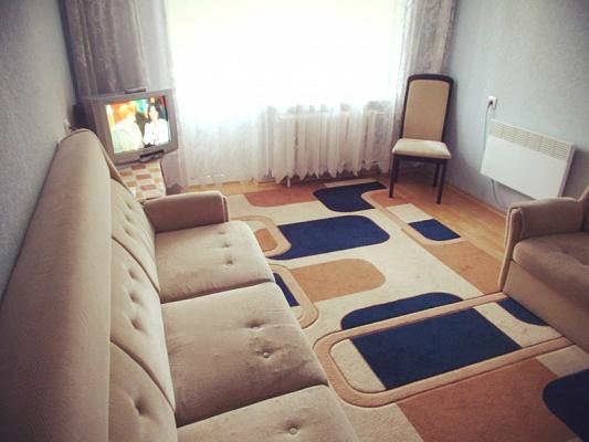 1-комнатная квартира посуточно в Мариуполе. ул. Строителей, 93. Фото 1