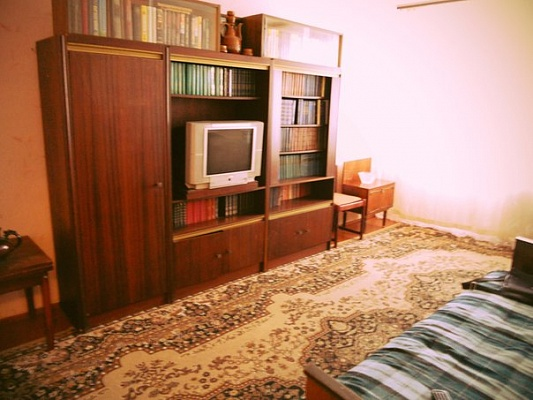 1-комнатная квартира посуточно в Мариуполе. ул. Строителей, 80. Фото 1