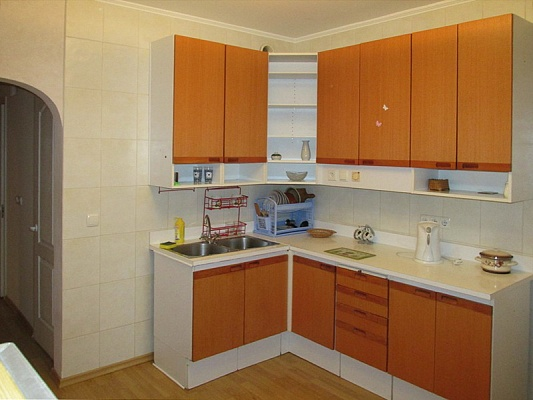 1-комнатная квартира посуточно в Киеве. Дарницкий район, ул. Драгоманова, 8. Фото 1