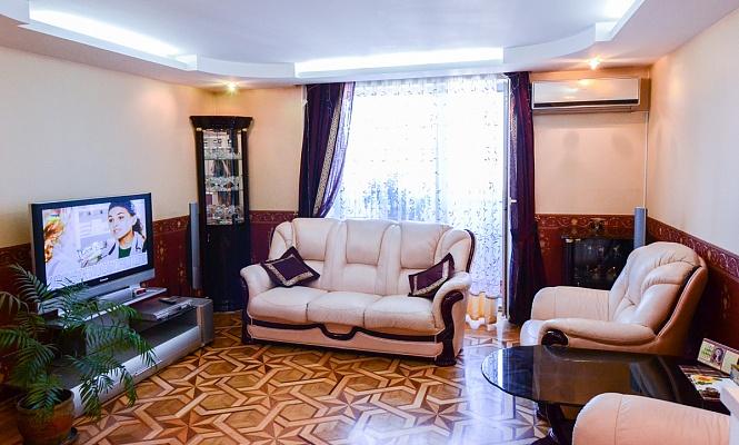 3-комнатная квартира посуточно в Одессе. Киевский район, ул. Академика Королева, 118. Фото 1