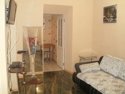2-комнатная квартира посуточно в Симферополе. Киевский район, ул. Сергеева-Ценского, 44. Фото 1