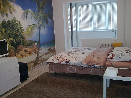 1-комнатная квартира посуточно в Алуште. ул. 60 лет СССР, 8. Фото 1