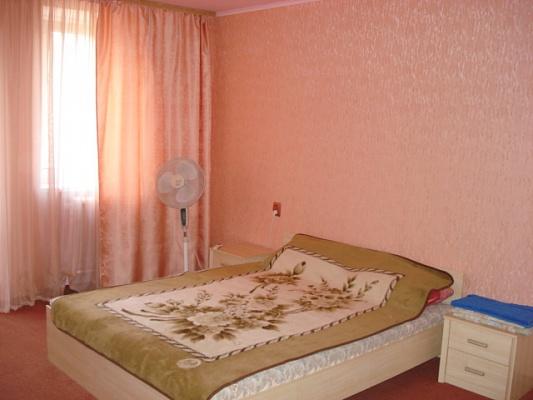 2-комнатная квартира посуточно в Симферополе. Киевский район, Большевистская, 24. Фото 1