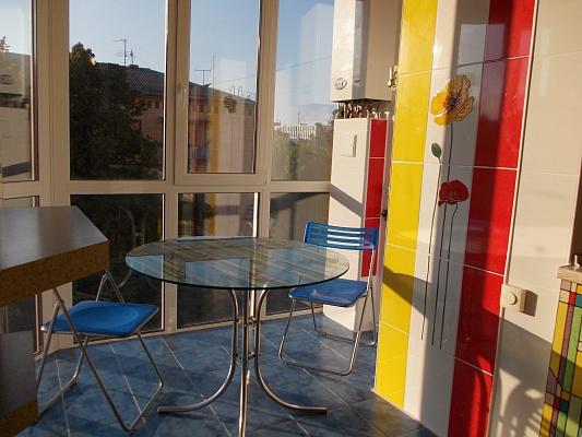 2-комнатная квартира посуточно в Полтаве. Киевский район, ул. Октябрьская, 61а. Фото 1