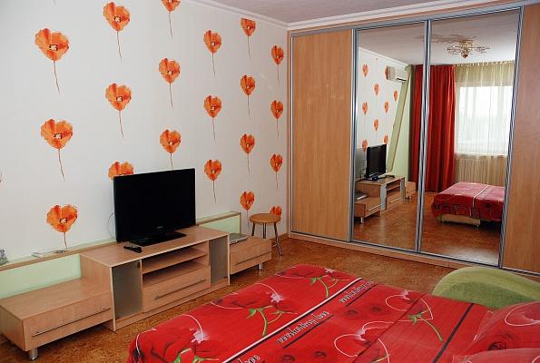 1-комнатная квартира посуточно в Донецке. Ворошиловский район, ул. Генерала Антонова, 5. Фото 1