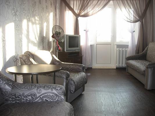 2-комнатная квартира посуточно в Днепропетровске. Индустриальный район, ул. П.Калнышевского (Косиора), 53. Фото 1