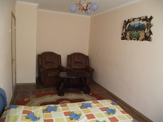 1-комнатная квартира посуточно в Трускавце. ул. Ивасюка, 3. Фото 1