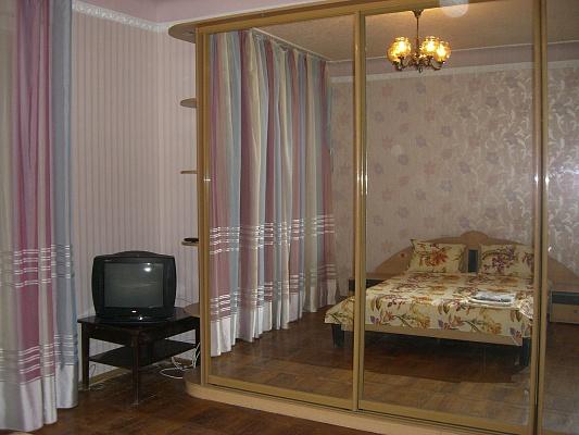2-комнатная квартира посуточно в Харькове. Киевский район, ул. Чернышевского, 86. Фото 1