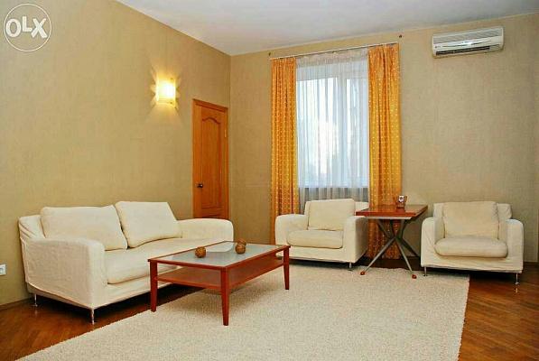3-комнатная квартира посуточно в Киеве. Печерский район, бул. Леси Украинки, 4. Фото 1