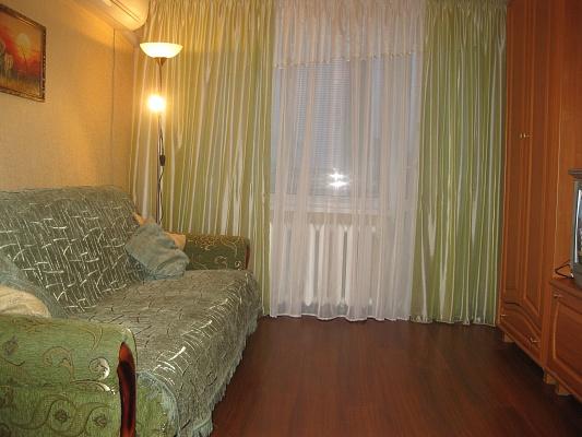 1-комнатная квартира посуточно в Киеве. Деснянский район, ул. Киото, 3. Фото 1