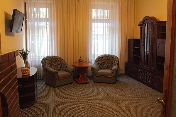 2-комнатная квартира посуточно в Львове. Галицкий район, ул. Леся Курбаса, 9. Фото 1