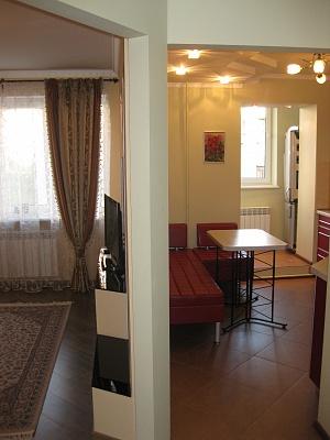 2-комнатная квартира посуточно в Ровно. ул. Е.Коновальца, 26. Фото 1