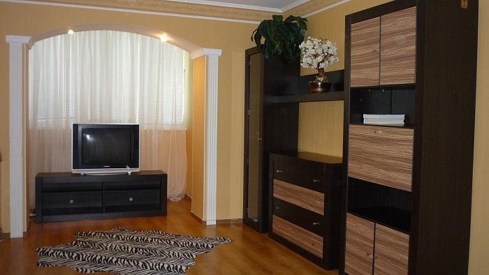 2-комнатная квартира посуточно в Алуште. ул. Ленина , 24. Фото 1