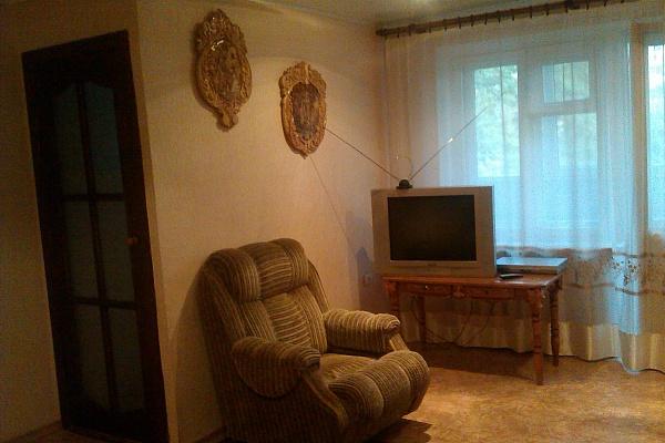 1-комнатная квартира посуточно в Луганске. Ленинский район, ул. Курчатова, 9. Фото 1