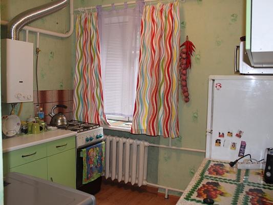 1-комнатная квартира посуточно в Ровно. ул. Степана Бандеры, 15. Фото 1