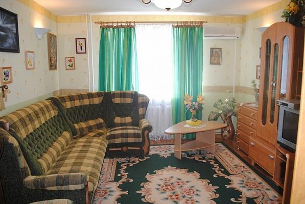2-комнатная квартира посуточно в Феодосии. ул. Старшинова, 8. Фото 1