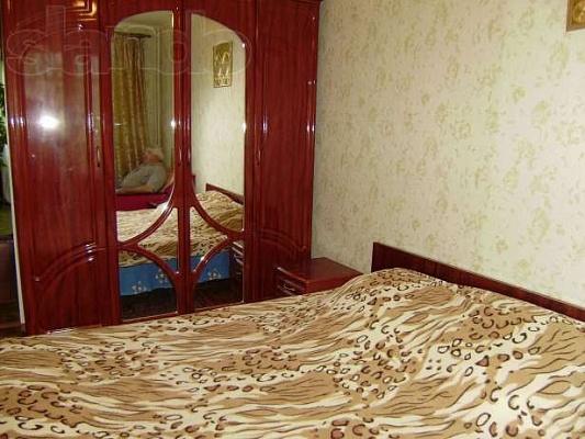 2-комнатная квартира посуточно в Бердянске. ул. Энгельса, 41. Фото 1