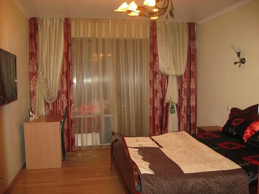 1-комнатная квартира посуточно в Ивано-Франковске. ул. Галицкая, 64в. Фото 1