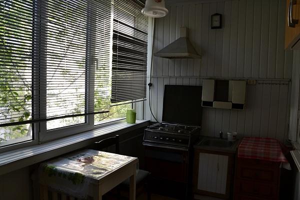 2-комнатная квартира посуточно в Симферополе. Киевский район, ул. Пролетарская, 12. Фото 1