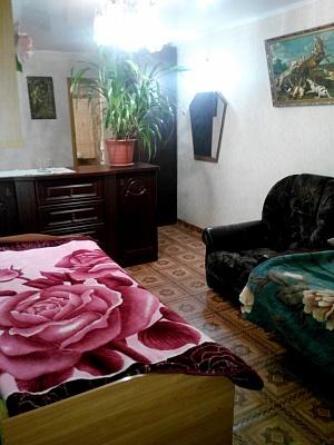 2-комнатная квартира посуточно в Бердянске. ул. Первомайская, 15. Фото 1