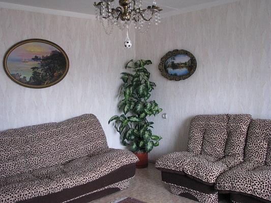 2-комнатная квартира посуточно в Севастополе. Гагаринский район, пр-т Октябрьской Революции, 23. Фото 1