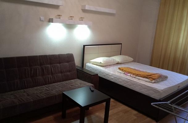 1-комнатная квартира посуточно в Евпатории. ул. Дёмышева, 100. Фото 1