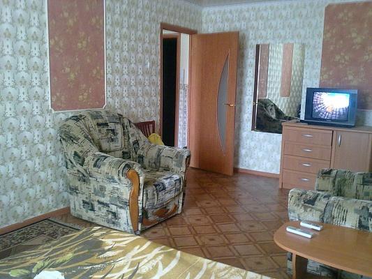 1-комнатная квартира посуточно в Луганске. Ленинский район, ул. Титова, 15. Фото 1