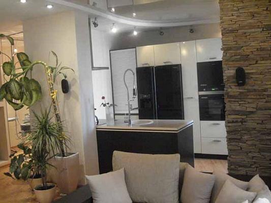 2-комнатная квартира посуточно в Донецке. Калининский район, пр-т Ильича, 27. Фото 1