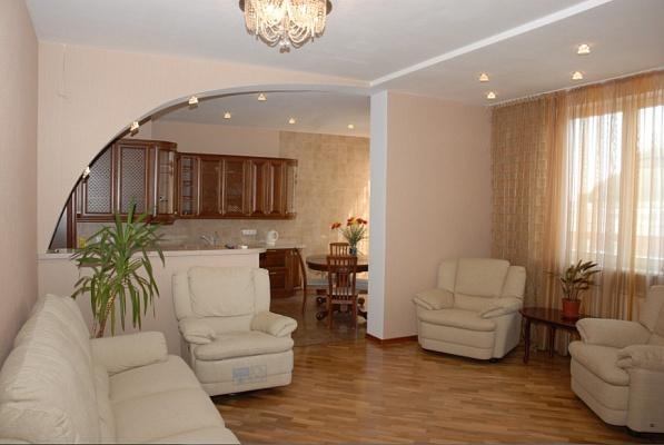 3-комнатная квартира посуточно в Киеве. Оболонский район, пр-т Героев Сталинграда, 6-А. Фото 1