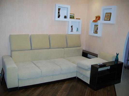 2-комнатная квартира посуточно в Запорожье. Орджоникидзевский район, пр-т Ленина, 172. Фото 1