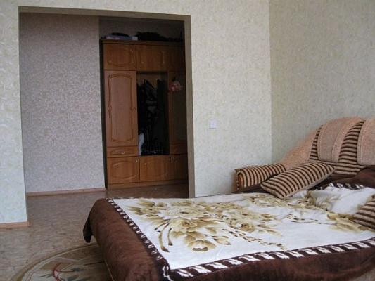 2-комнатная квартира посуточно в Евпатории. ул. Мая, 9. Фото 1