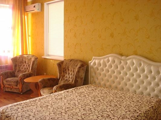 1-комнатная квартира посуточно в Симферополе. Железнодорожный район, ул. Киевская, 153б. Фото 1
