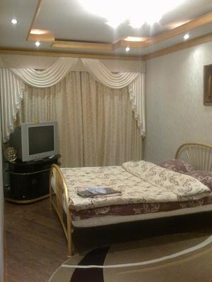 1-комнатная квартира посуточно в Прилуках. ул. Садовая, 64. Фото 1