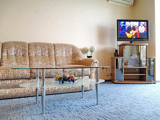 1-комнатная квартира посуточно в Днепропетровске. Бабушкинский район, ул. К. Либкнехта, 1. Фото 1