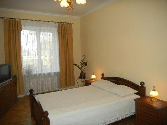 2-комнатная квартира посуточно в Львове. Сиховский район, ул. Ивана Франко, 161. Фото 1