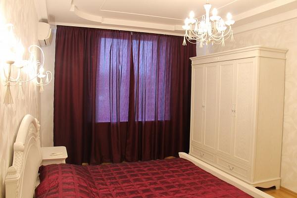 3-комнатная квартира посуточно в Севастополе. Гагаринский район, ул. Ефремова, 13. Фото 1