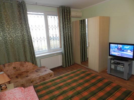 1-комнатная квартира посуточно в Феодосии. б-р Адмиральский, 7е. Фото 1