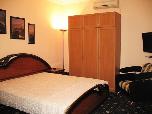 2-комнатная квартира посуточно в Бердянске. ул. Дюмина, 54. Фото 1