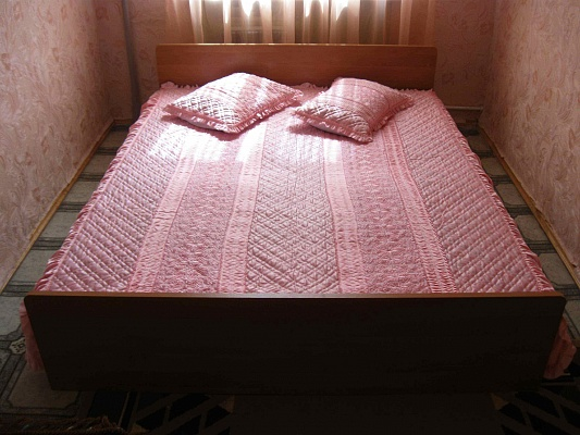 2-комнатная квартира посуточно в Херсоне. Суворовский район, пр-т Ушакова, 30. Фото 1