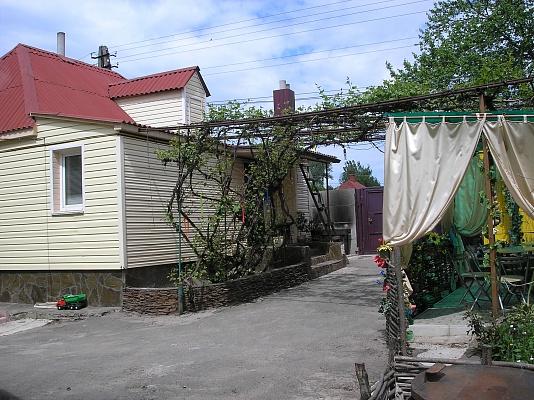 Дом  посуточно в Сумах. Ковпаковский район, ул. Привольный, 33. Фото 1