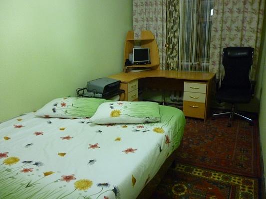 2-комнатная квартира посуточно в Днепропетровске. Бабушкинский район, ул. Комсомольская, 16. Фото 1