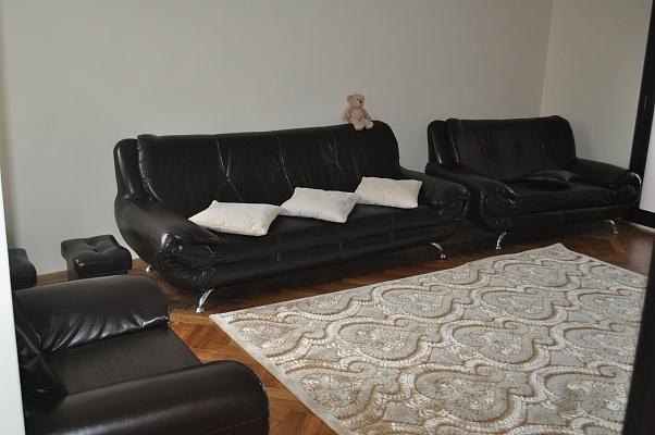 2-комнатная квартира посуточно в Черновцах. Первомайский район, ул. Маяковского, 30. Фото 1
