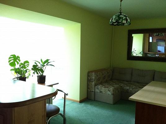 2-комнатная квартира посуточно в Ивано-Франковске. ул. Сахарова, 27. Фото 1