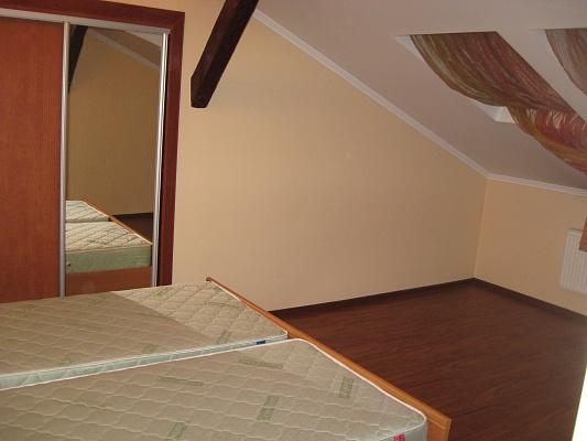 3-комнатная квартира посуточно в Львове. Галицкий район, ул. Шептицких, 31. Фото 1